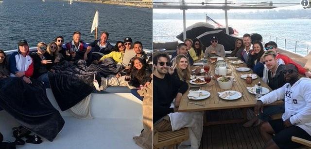 Nick và Priyanka (áo vàng) trông rất tình cảm khi cùng đi chơi với bạn bè tại Los Angeles hôm 28/5 vừa qua