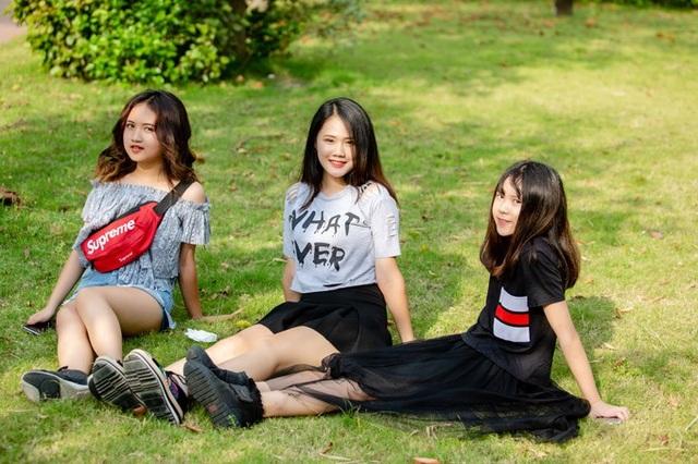 Từ trái sang: Ngân Hà (14 tuổi), Linh Nhi (19 tuổi) và Lam Phương (13 tuổi).