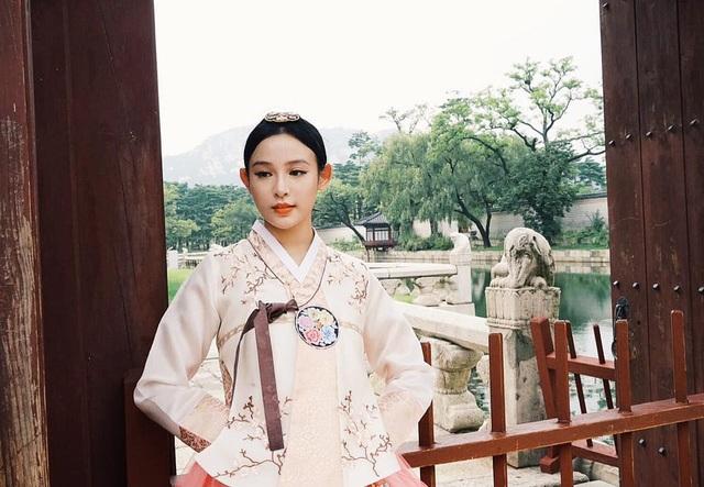 Kết hôn xong, cựu hotgirl Hà thành dừng hẳn hoạt động nghệ thuật, rất ít khi xuất hiện trước công chúng và thường từ chối phỏng vấn trên các phương tiện truyền thông, nhưng vẫn có rất nhiều người quan tâm đến đời tư của cô.