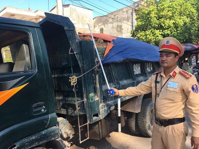 Bắc Giang: CSGT ra quân truy bắt xe quá khổ, quá tải trên các cung đường! - 1