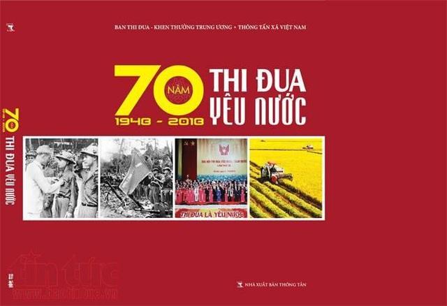 """Thông tấn xã Việt Nam phối hợp với Ban Thi đua Khen thưởng Trung ương biên soạn và xuất bản cuốn sách """"70 năm thi đua yêu nước (1948-2018)""""."""