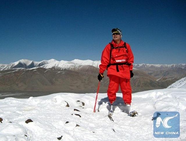 Trên đôi chân giả, ông Xia Boyu 69 tuổi đã chinh phục đỉnh núi cao nhất thế giới