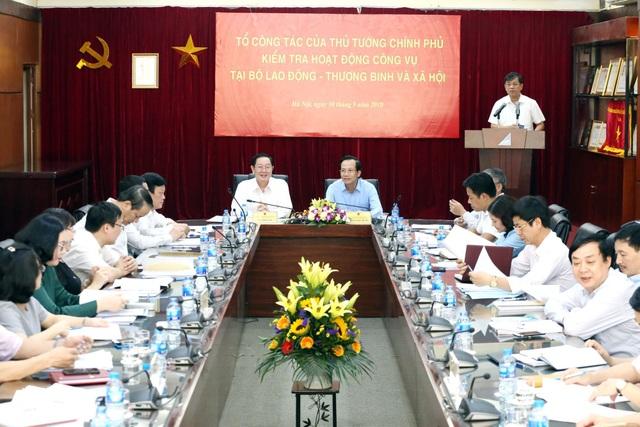 Buổi làm việc giữa Đoàn công tác và lãnh đạo Bộ LĐ-TB&XH. (Ảnh A.T)