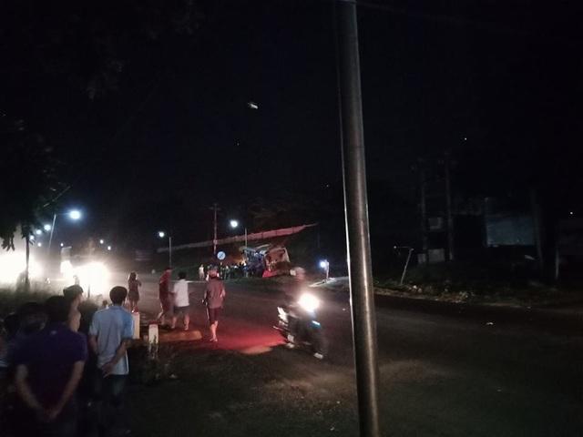 Hiện trường vụ tai nạn giữa xe khách và xe đầu kéo