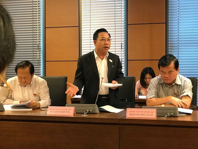 Đại biểu Lưu Bình Nhưỡng phát biểu tại phiên thảo luận tổ