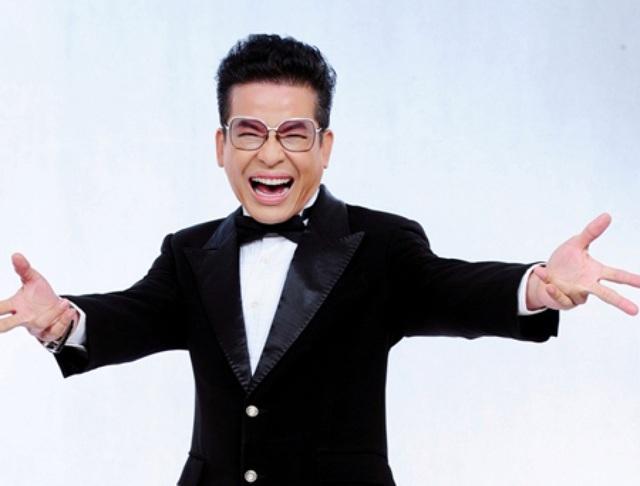 MC Thanh Bạch hoạt náo chương trình