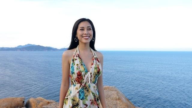Sau thời gian im ắng, người đẹp xứ Dừa khiến khán giả bất ngờ khi tham gia bộ phim Hẹn Biển của đạo diễn Kelvin Lê.