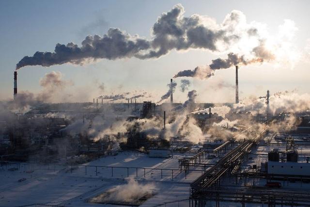 Một nhà máy lọc dầu ở Nga (Ảnh: Getty)