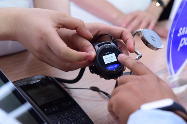 Samsung Pay đã tích hợp trên đồng hồ thông minh Gear S3