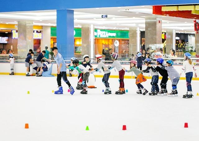 Chuỗi sân băng Vincom Ice Rink mang tới những hoạt động vui chơi bổ ích và an toàn trong mùa hè