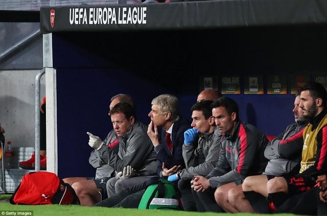 HLV Wenger đã đánh dấu trận đấu cuối cùng với Arsenal ở cúp châu Âu với kỷ niệm buồn