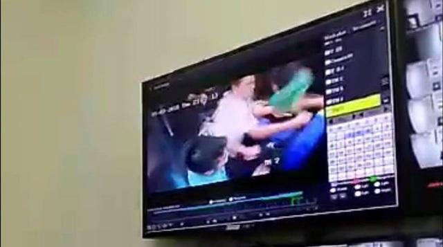 Camera an ninh ghi lại vụ va chạm giữa các cư dân trong thang máy (Ảnh: ĐN)