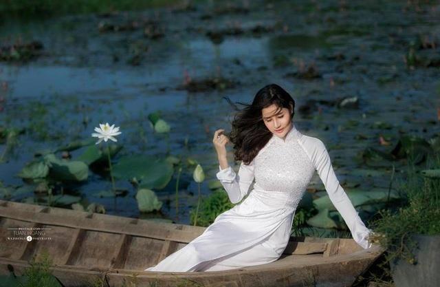 Cô hầu đồng xinh đẹp là Á khôi thời trang 2017 - 11