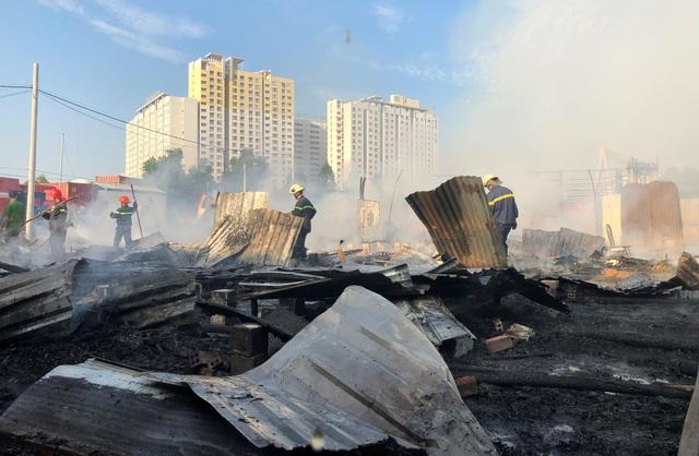 Vụ cháy xảy ra sáng sớm cùng ngày thiêu rụi toàn bộ khu lán trại có 46 hộ dân, với hơn 120 nhân khẩu sinh sống.