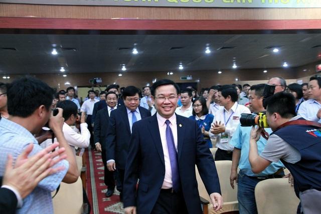 Ông Vương Đình Huệ - Ủy viên Bộ Chính trị, Phó Thủ tướng Chính phủ về dự Liên hoan Phát thanh toàn quốc lần thứ 13.