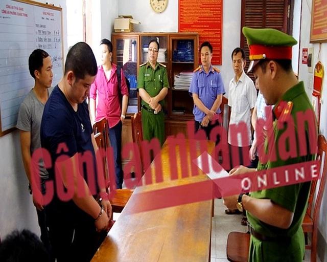 Công an huyện Bắc Quang đọc lệnh bắt bị can Phạm Hồng Giang.