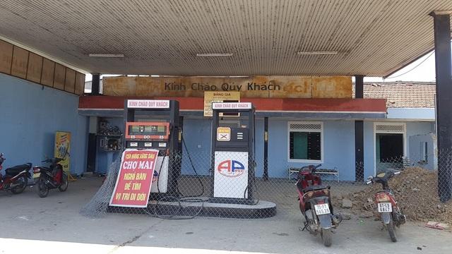 Cửa hàng xăng dầu Chợ Mai thuộc Công ty TNHH MTV xăng dầu số 3 Thanh Hương đã bị xử phạt gần 15 triệu đồng vì mẫu xăng E5-RON 92 có 2 trị số octan và hàm lượng etanol không phù hợp quy chuẩn kỹ thuật quốc gia
