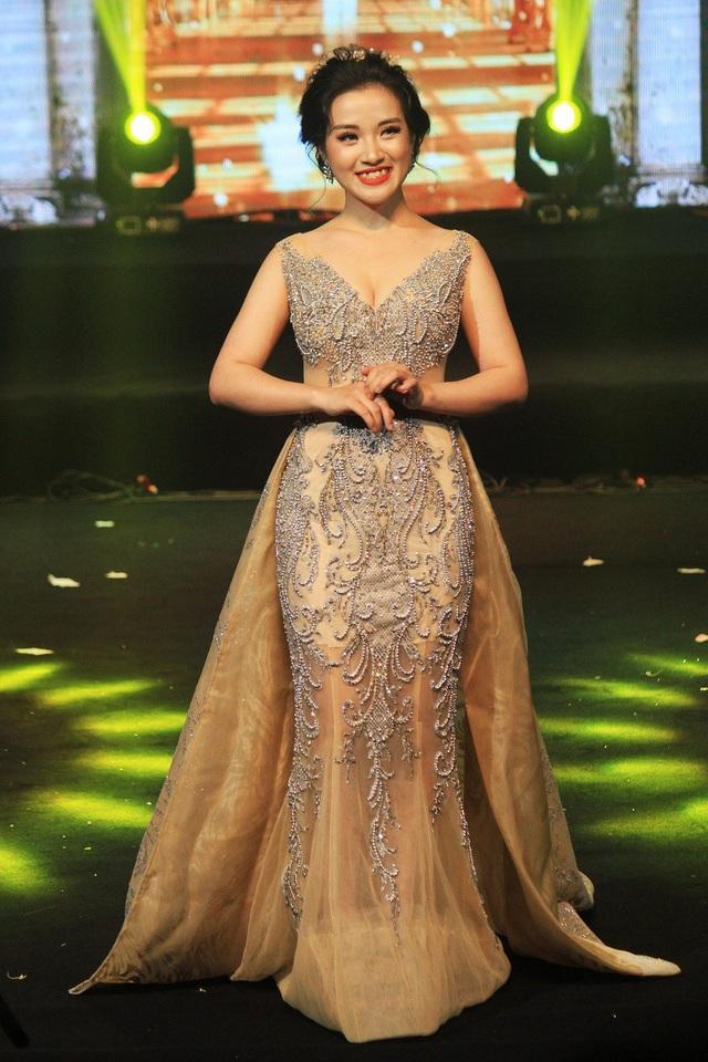 Nữ sinh ngành Thanh nhạc Nguyễn Thị Thương Thương giành giải phụ Thí sinh thân thiện