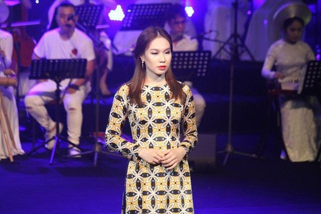 Á khôi 2 Phan Ánh Vy cũng giành giải phụ Thí sinh duyên dáng trang phục tự chọn