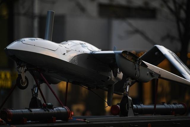 Máy bay chiến đấu không người lái Korsar xuất hiện tại cuộc diễn tập.
