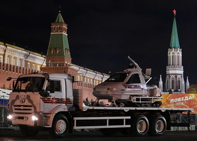 Xe trượt tuyết quân sự TTM 1901-40 được chở bằng xe tải Kamaz.