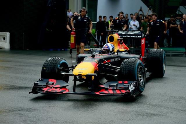 Mãn nhãn với màn drift xe đua F1 tại TP.HCM - 8