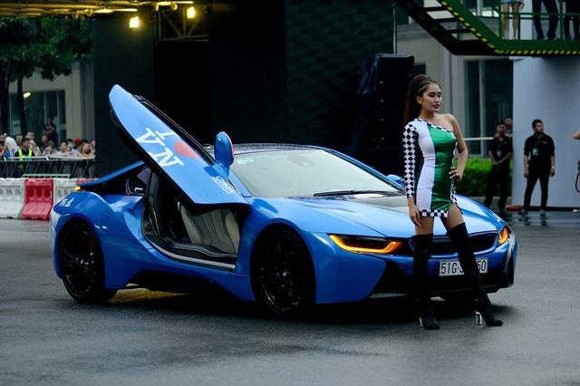 BMW i8 trong sắc xanh