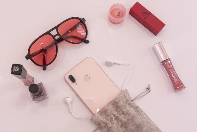Huawei đưa smartphone màu sắc hồng đầu tiên về Việt Nam - 2