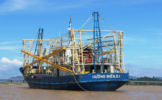 Tàu vỏ thép của ngư dân Phú Yên chuẩn bị vươn khơi