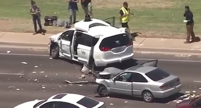 Xe tự lái của Google dính tai nạn - 1