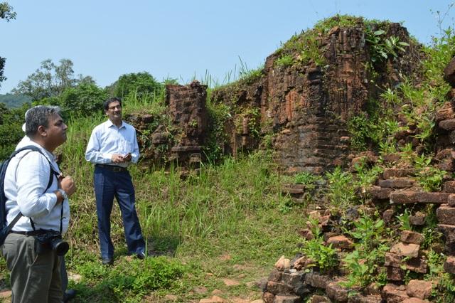 Các chuyên gia Ấn Độ khảo sát nhóm tháp H vào tháng 5/2015, trước khi thực hiện dự án