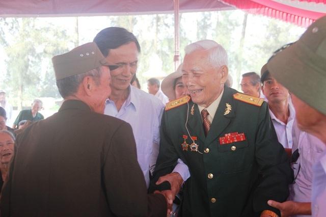 Đại tá Trần Văn Thà - người chỉ huy chiến dịch năm xưa gặp lại các chiến sĩ