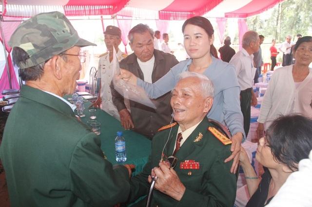 Cuộc hội ngộ giữa những người lính và vị chỉ huy để lại nhiều cảm xúc