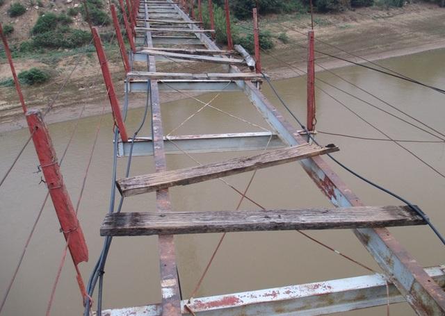 Trước thực trạng xuống cấp của cầu treo bản Lát, từ tháng 5/2014, UBND tỉnh Thanh Hóa đã có quyết định dừng sử dụng cầu treo bản Lát để đảm bảo an toàn cho người dân. Năm 2015, một cây cầu bê tông cốt thép có trị giá hơn 30 tỷ đồng được xây dựng thay thế cầu treo bản Lát được đưa vào sử dụng.