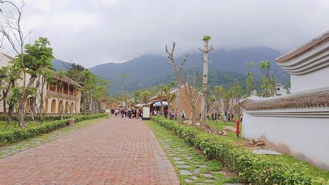 Đến với Yên Tử, các Phật tử vừa được chiêm ngưỡng vẻ đẹp kỳ vĩ của núi rừng vừa được tiếp xúc với Phật pháp