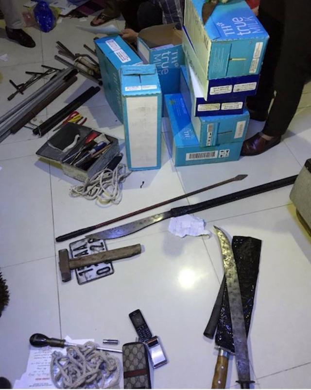 Khám xét nhà một đạo chích, phát hiện nhiều vũ khí các loại (ảnh CTV)
