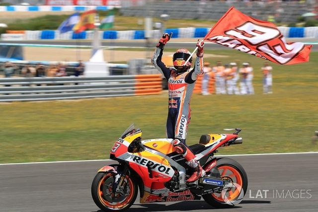 Marquez thắng dễ trong ngày Lorenzo gây ra tai nạn nghiêm trọng - 2