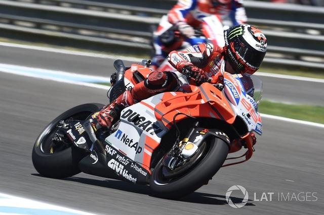 Marquez thắng dễ trong ngày Lorenzo gây ra tai nạn nghiêm trọng - 4