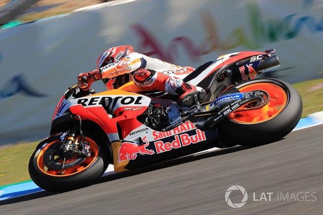Marquez thắng dễ trong ngày Lorenzo gây ra tai nạn nghiêm trọng - 5