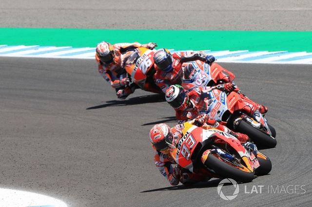 Marquez thắng dễ trong ngày Lorenzo gây ra tai nạn nghiêm trọng - 1