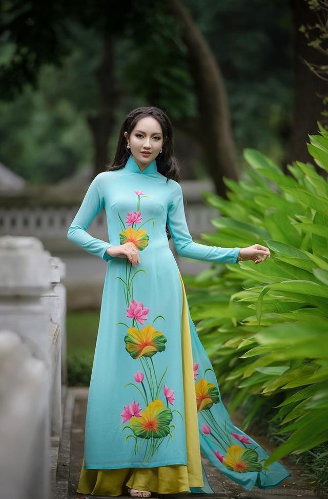 Người đẹp đến từ xứ Nghệ này không chỉ xinh đẹp mà còn khéo tay, cô thích cắm hoa và đặc biệt có khả năng làm một MC và hùng biện, múa cũng là một sở trường của cô.