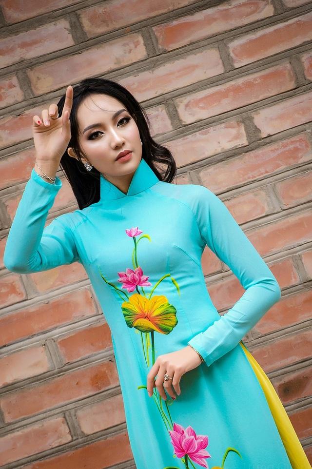Đặng Thị Thuận sinh năm 1995 đến từ Nghệ An, cô cao 1m72, nặng 50kg, số đo ba vòng: 83 - 60-90 cm. Được biết,cô gái này đang là nhân viên kế toán của một doanh nghiệp tư nhân và luôn có ước mơ cháy bỏng từ thuở còn sinh viên đó là làm người mẫu, nhưng cơ duyên chưa tới.