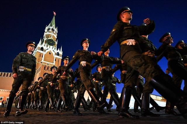 Chỉ huy quân sự chỉ đạo diễn tập tại Moscow. (Ảnh: AFP)