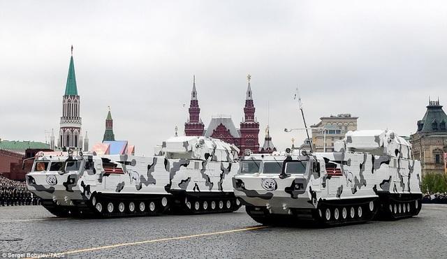 Các hệ thống tên lửa phòng không tầm ngắn được triển khai ở Bắc Cực cũng xuất hiện trong buổi diễn tập tại Moscow. (Ảnh: TASS)