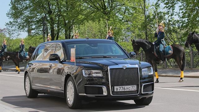 Siêu xe limousine chở Tổng thống Putin trong lễ nhậm chức tại Moscow (Ảnh: Reuters)