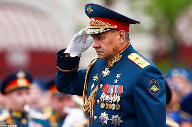 Bộ trưởng Quốc phòng Nga Sergei Shoigu cũng tham gia cuộc diễn tập ở Moscow. (Ảnh: Getty)