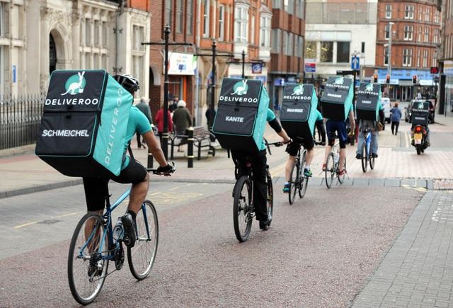 Đội ngũ giao hàng bằng xe đạp của Deliveroo - Ảnh: Handelsblatt.