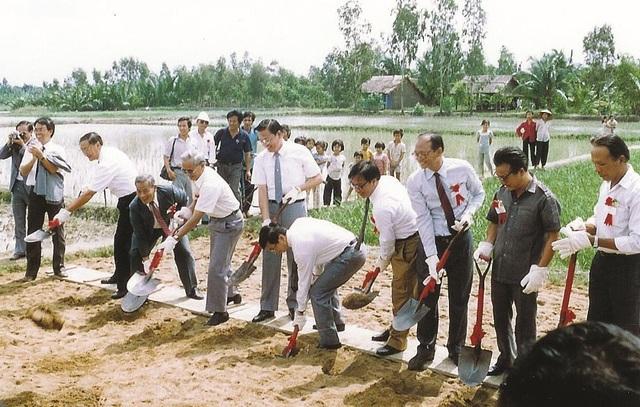Nhờ những công trình phát triển hạ tầng đầu tiên trên mảnh đất sình lầy từ 25 năm trước