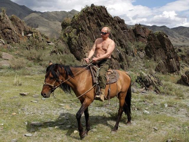 Nhà lãnh đạo Nga cưỡi ngựa ở Siberia. (Ảnh: Reuters)