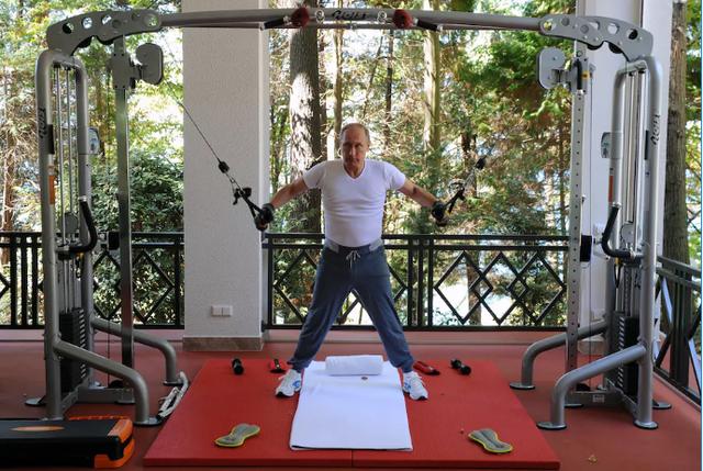 Sau những giờ làm việc căng thẳng, Tổng thống Putin dành khoảng thời gian nhất định để tập thể dục. (Ảnh: Getty)